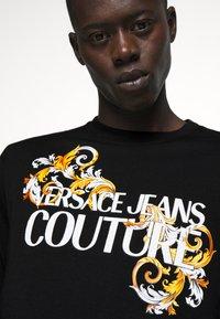 Versace Jeans Couture - LOGO - T-shirt à manches longues - black/white/gold - 4
