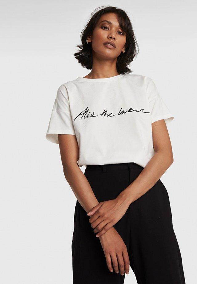 T-shirt print - soft white
