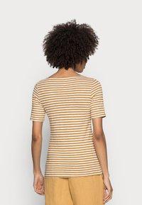 Marc O'Polo - SHORT SLEEVE BOAT NECK - Print T-shirt - multi/sweet corn - 2