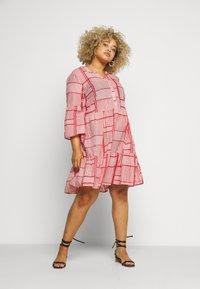 Kaffe Curve - KCPASTI DRESS 3/4 - Denní šaty - high risk red - 0