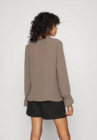 Vero Moda - ZIGGA - Bluse - khaki - 2