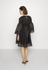 Who What Wear - THE SMOCKED ORGANZA DRESS - Cocktail dress / Party dress - black - 2
