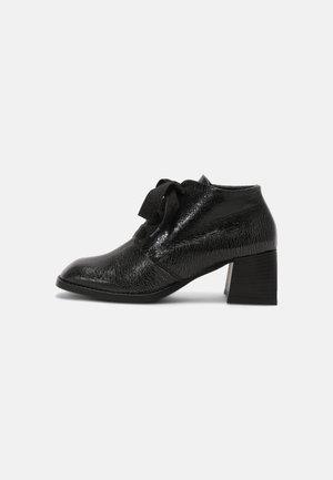 VELIA - Korte laarzen - black