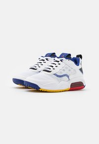 Jordan - MAX 200 BG UNISEX - Basketbalové boty - white/dark sulfur/black/gym red/game royal