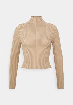IRENA SWEATER - Stickad tröja - almond