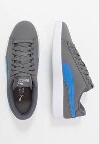 Puma - SMASH V2 BUCK - Sneakersy niskie - castlerock/palace blue/silver/white - 1