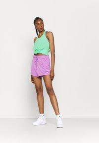 Nike Performance - DRY ELASTIKA TANK - Camiseta de deporte - green glow/heather/white - 1
