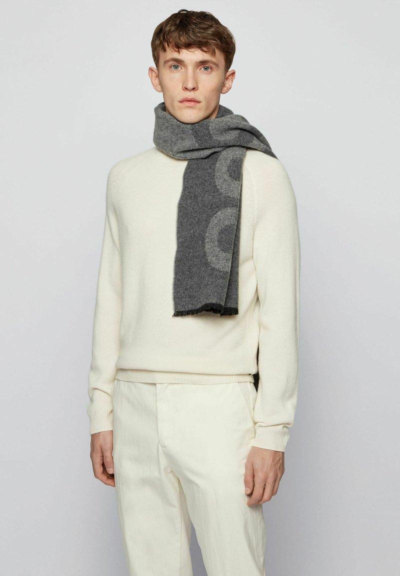 BOSS - ARMIN - Sjaal - open grey