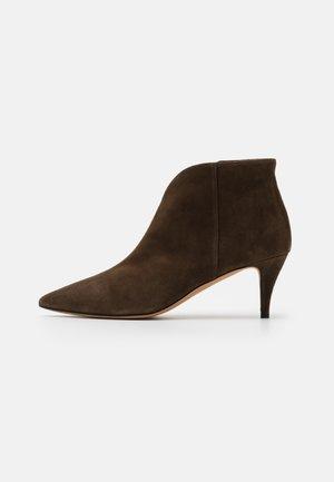 Kotníková obuv - mility