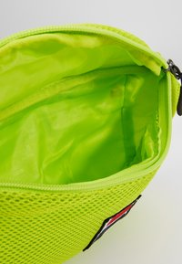 Fila - WAIST BAG SLIM - Sac banane - acid lime - 4