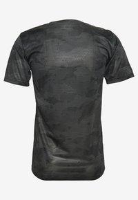 Nike Performance - DRY TEE CAMO - T-Shirt print - iron grey/black - 1