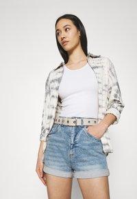 Cotton On - HIGH RISE CLASSIC STRETCH - Shorts di jeans - cabarita blue - 3