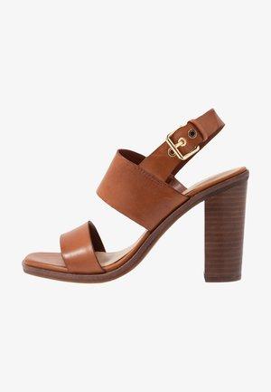 FIELIA - Sandály na vysokém podpatku - cognac