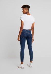 Vero Moda - VMLYDIA - Jeans Skinny Fit - dark blue denim - 2