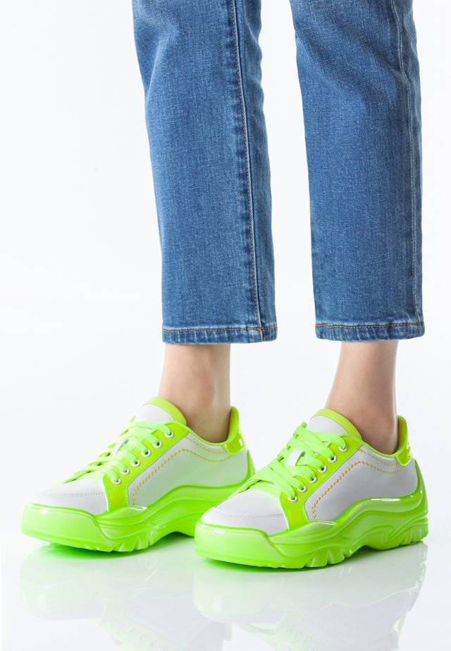 Trainers - neon green
