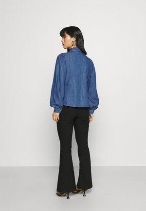 VMNILY - Skjorte - medium blue denim