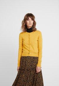Louche - IDIE SPOT - Cardigan - yellow - 0