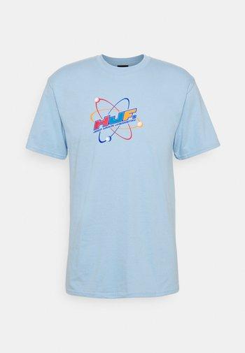 CHEMISTRY TEE - Print T-shirt - light blue