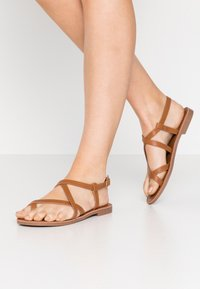 ONLY SHOES - ONLMANDALA CROSSOVER  - T-bar sandals - cognac - 0