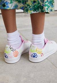 adidas Originals - STAN SMITH - Zapatillas - white/true pink - 2