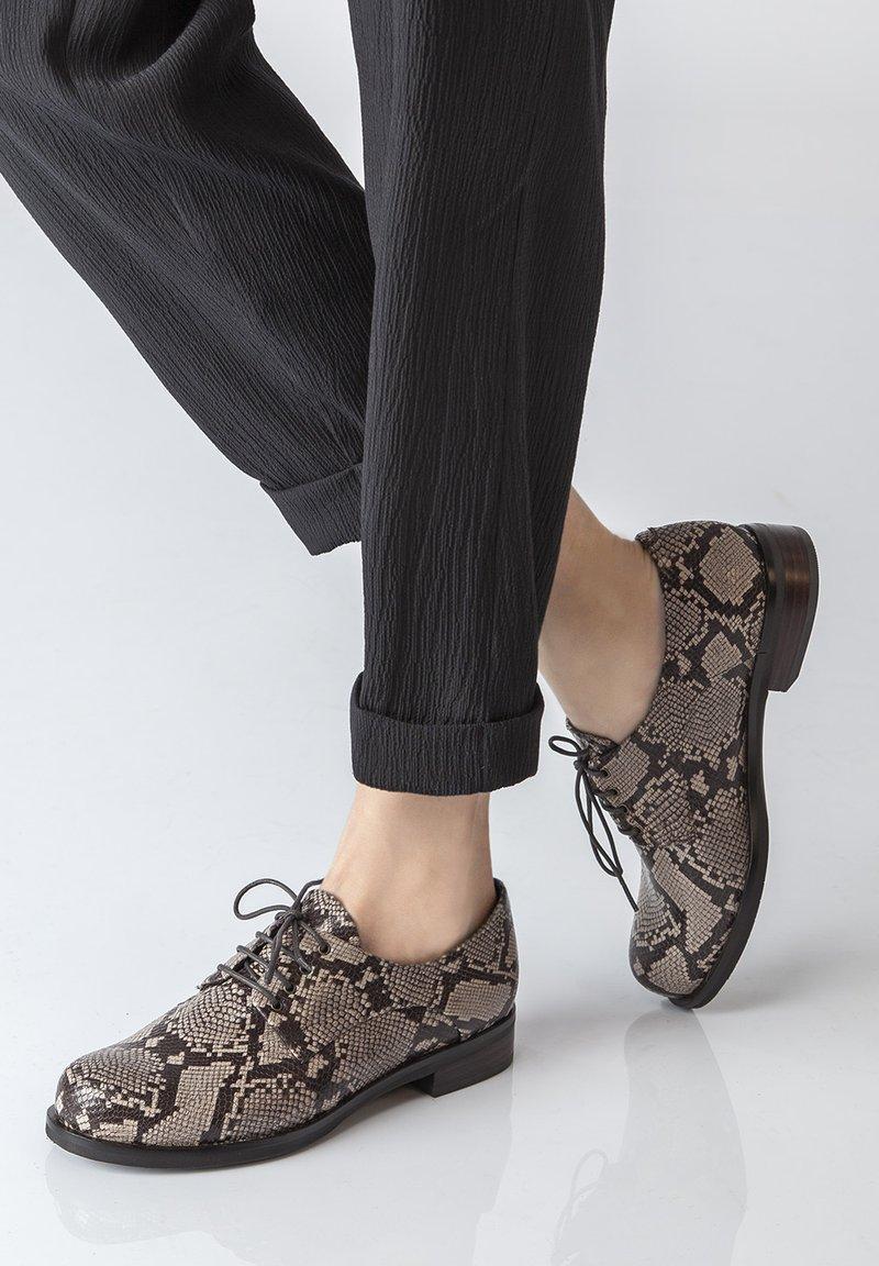 TJ Collection - DERBIES - Casual lace-ups - beige