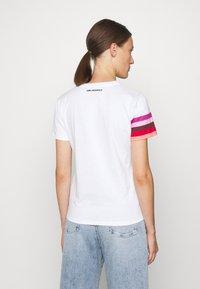 KARL LAGERFELD - STRIPE GRAPHIC LOGO - Print T-shirt - white - 2