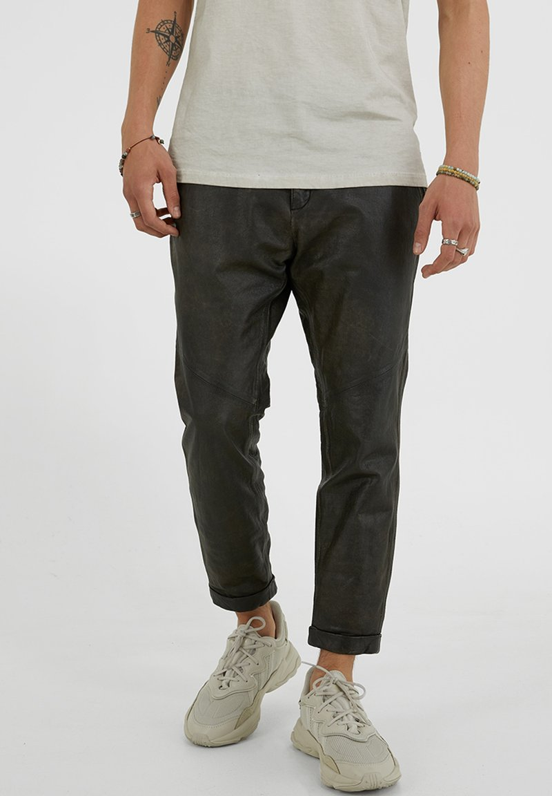 YOUNG POETS SOCIETY - Leather trousers - vintage black