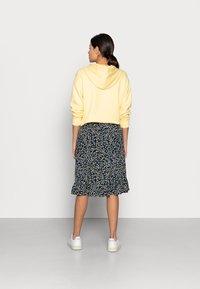 Moss Copenhagen - KARNA BEACH SKIRT - A-line skirt - cap flower - 2
