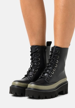 WELT ANKLE BOOT IN CRUST - Platform ankle boots - military