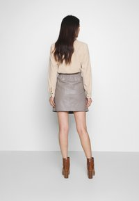Oakwood - STREET - Leather skirt - mastic - 2