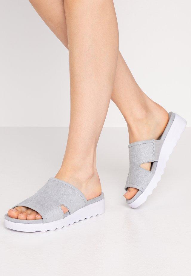 SLIDES - Pantofle - bleu emboss