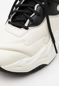 Just Cavalli - CONTRAST LOGO - Trainers - bright white - 5