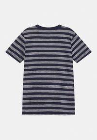 Lacoste - ROLLIS - T-shirt med print - navy blue/flour - 1