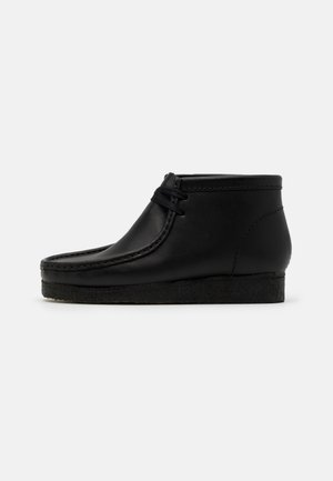 WALLABEE - Stringate sportive - black