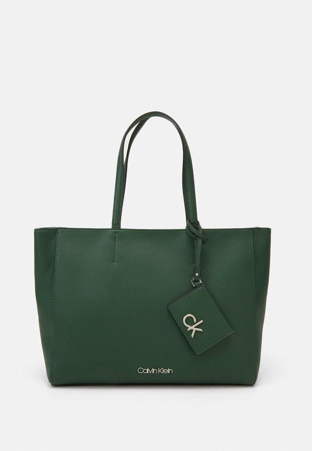 MUST SHOPPER SET - Cabas - green