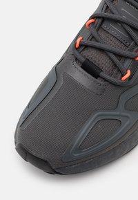adidas Originals - ZX 2K BOOST UNISEX - Trainers - grey six/core black/solar red - 5