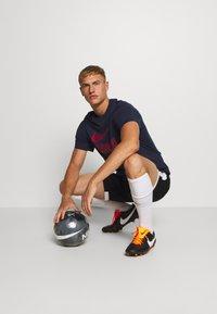 Nike Performance - FC BARCELONA TEE GROUND - Tekninen urheilupaita - obsidian - 1