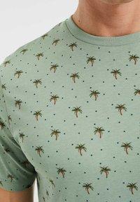 WE Fashion - T-shirt print - light green - 3