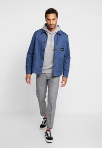 Calvin Klein - LOGO HOODIE - Hoodie - mid grey heather - 1