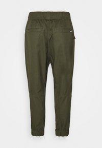 Converse - PANELED JOGGER - Cargo trousers - khaki - 8