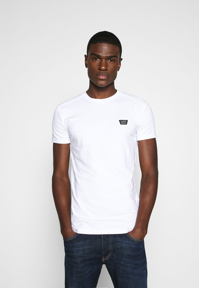 SPORT ROUND NECK COLLAR WITH PLAQUETTE ON CHEST - Basic T-shirt - white