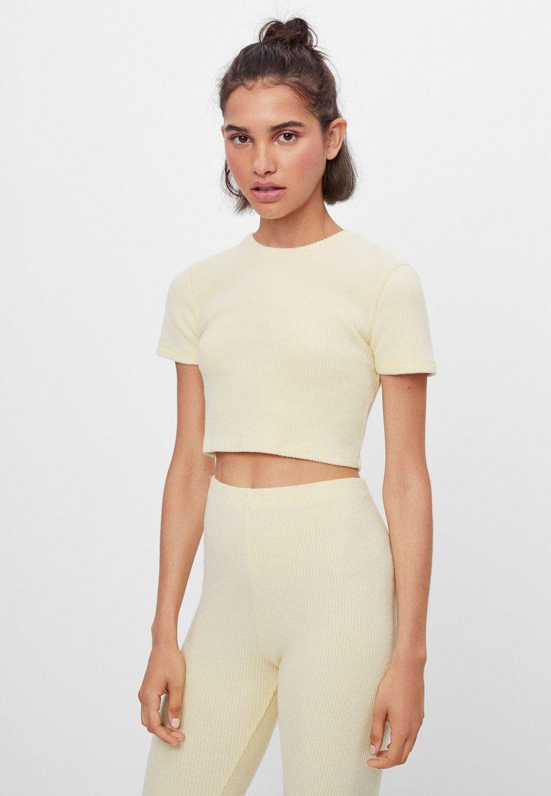 Bershka - Basic T-shirt - yellow
