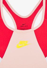Nike Sportswear - NIKE SPORT-BH FÜR ÄLTERE KINDER (MÄDCHEN) - Bustier - washed coral/track red/speed yellow - 3