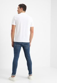 Calvin Klein - REFINED CHEST LOGO - Polo shirt - perfect white - 2