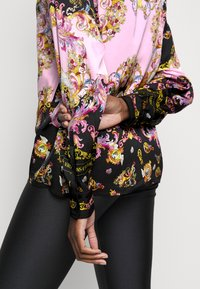 Versace Jeans Couture - LADY SHIRT - Button-down blouse - black/pink confetti - 3