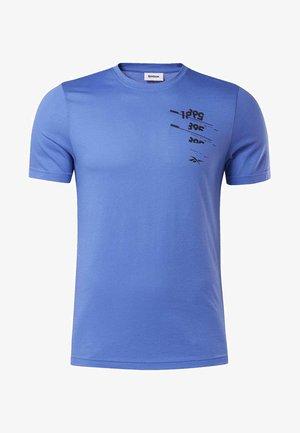 GRAPHIC TEE - Print T-shirt - blue