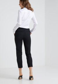 Filippa K - EMMA CROPPED COOL TROUSER - Trousers - black - 2