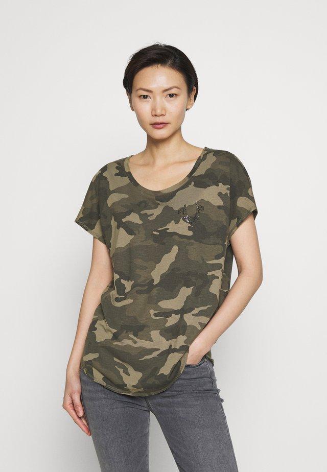 CREWNECK CAMO RHINESTONES - Print T-shirt - olive