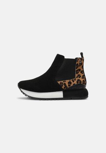 ZOSSEN - Classic ankle boots - black