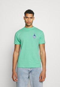 Santa Cruz - SANTA CRUZ REMILLARD MAKO MATCHBOX UNISEX  - Print T-shirt - jade green - 2